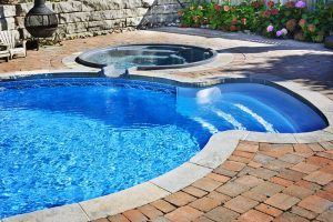 Saltwater vs Chlorine Pool – The Big Decision